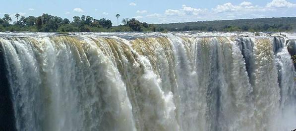 """Les chutes d'eau """"Victoria Falls"""""""