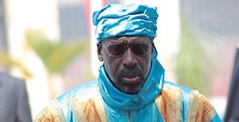 En visite à Touba, le Grand Serigne de Dakar Abdoulaye Makhtar Diop, a appelé la classe politique à mettre fin à la violence verbale sur le terrain politique.