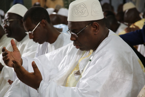 Macky Sall zappe la prière du vendredi à la Grande Mosquée de Touba