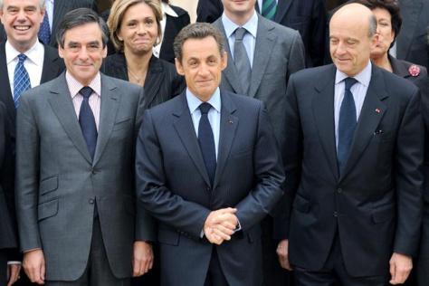 L'ex président Nicolas Sarkozy entouré de François Fillon (g) et de Alain Juppé.