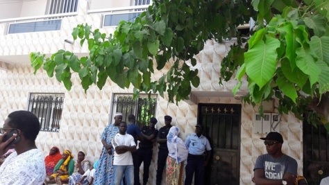 Des policiers en  faction devant le domicile de la défunte Fatoumata Matar Ndiaye, Pikine cité Lobatt Fall