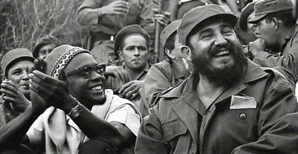 Amilcar Cabral et Fidel Castro, deux révolutionnaires très africains.