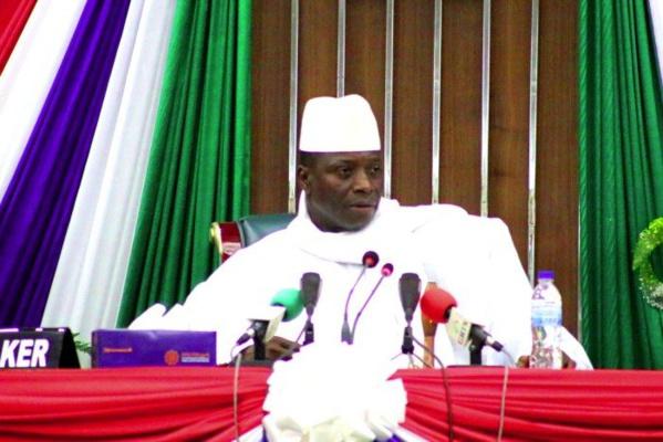 Zoom sur la Gambie: les premiers résultats placent Adama Barrow devant Yaya Jammeh