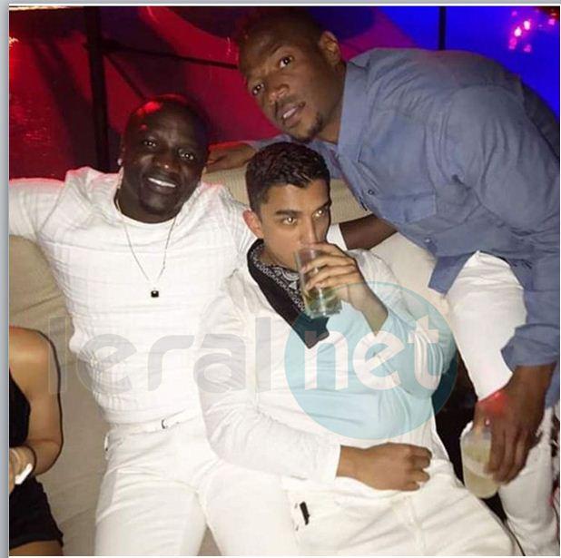 Akon et sa bande pour la fin d'année