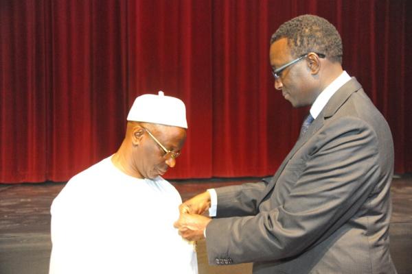 Avant l'Ordre National du Lion, Abdoulaye Diop avait déjà reçu le prix de «Meilleur Ministre des Finances  d'Afrique, Edition 2012 », décerné par « The Banker », le très réputé magazine financier et bancaire édité par le Financial Times.