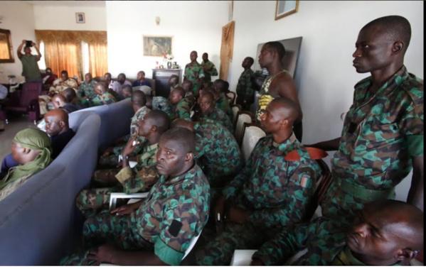 Vidéo: fin des pourparlers en Côte d'Ivoire : les mutins s'engagent auprès du ministre de la défense à lever les barrages et à regagner les casernes