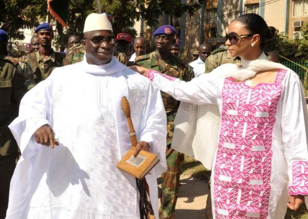 Dans une publication intitulée «La première Dame rompt le silence» révélée par le service de communication de la présidence gambienne, Zineb Yahya Jammeh a renouvelé à son  président de mari «son ferme soutien et son amour» indéfectible.