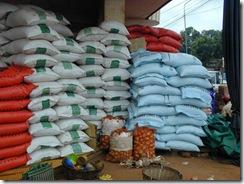 MAGOUILLES DANS LA BANLIEUE : Les aides en vivres aux sinistrés retrouvés sur le marché