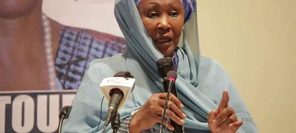 Fatoumata Jallow Tambajang ne peut pas occuper le poste de vice-présidente de la Gambie selon la Constitution gambienne.