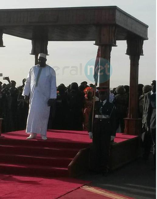 Le président Adama Barrow vient d'arriver à Banjul
