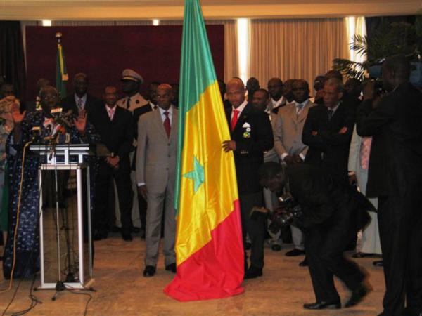 Momar Ndiaye, alias Ndiaye drapeau « Depuis 2002, je n'ai pas enlevé la tenue »