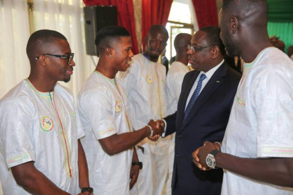 """CAN 2017: le Président Macky Sall envoie ses """"encouragements"""" aux Lions de la Téranga, éliminés en quarts de finale par les """"Lions indomptables"""""""