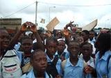 Gabon : les lycéens dans la rue