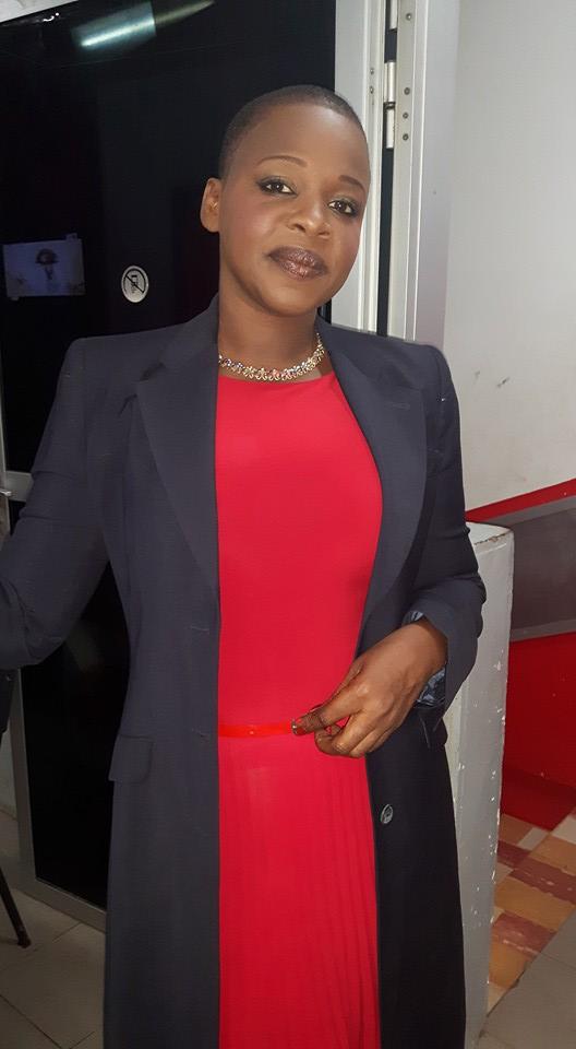 Aissatou Paye, l'animatrice de la TFM sublime en rouge et bleu