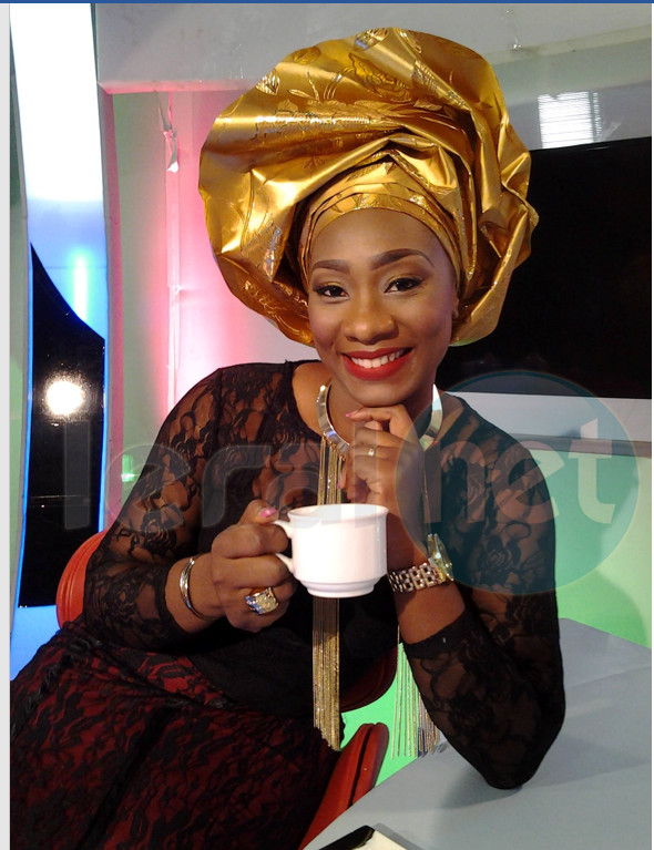 Photos- La belle Sarah Louyah, animatrice de la matinale (Kenkéliba) à la RTS, fête aujourd'hui son anniversaire