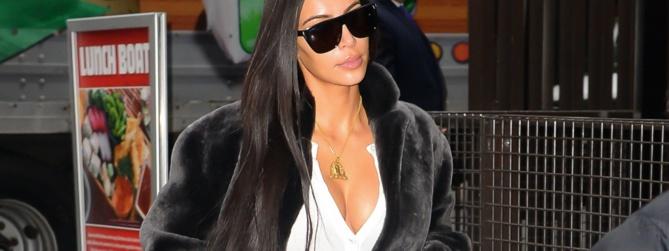 On a évité le pire ! Alors qu'elle se rendait à un défilé de la fashion Week de New York, Kim Kardashian a évité la grosse chute...