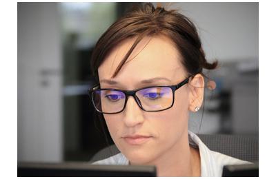 Les lunettes anti-lumière bleue protègent-elles vraiment les yeux ?