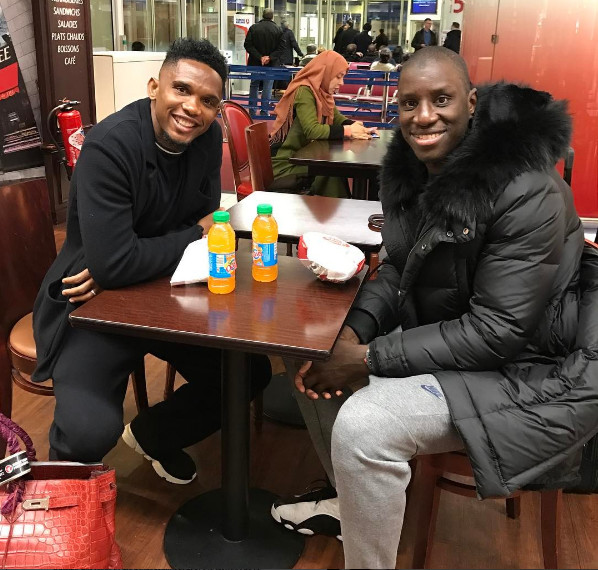 Demba Bâ et Samuel Eto'o rejouent Sénégal-Cameroun, regardez