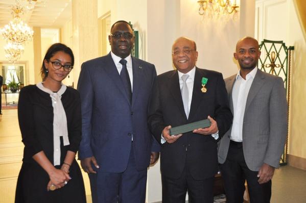 Ici avec Macky Sall, Mohamed « Mo » Ibrahim, né en 1946, est un milliardaire anglo-soudanais et entrepreneur dans le domaine des télécommunications.