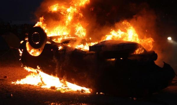 URGENT-Incendie suspect à l'Agence nationale de la Petite Enfance et de la Case des Tout-Petits, trois voitures prennent feu