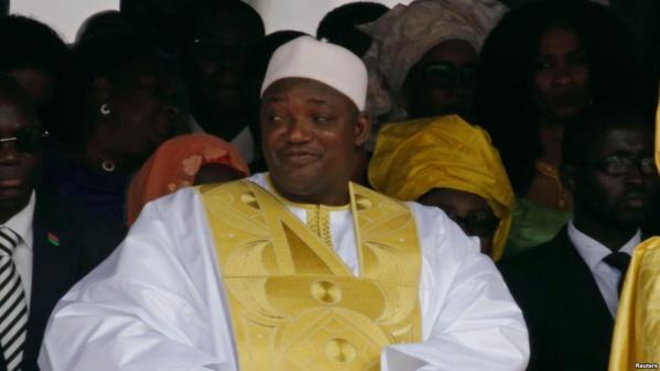 Protestation en Gambie après l'agression d'un journaliste par des pro-Adama Barrow
