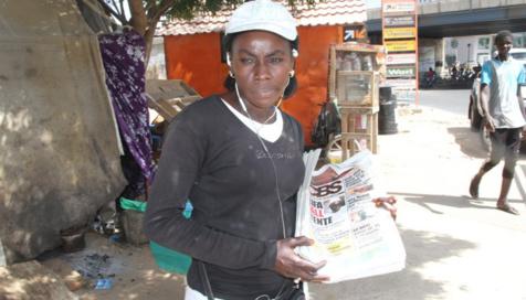 8 mars: Djeynaba Guèye, vendeuse de journaux, rêve de devenir chef d'entreprise