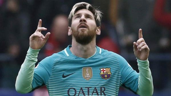 FC BAR-PARIS: Lionel Messi transforme son penalty à la 50e minute