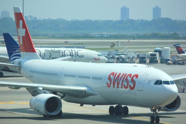 Pour éviter le crash, un Airbus A340-300 de SwissAir en atterrissage d'urgence