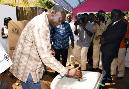 Ghana : Duel serré pour la succession de John Kufuo