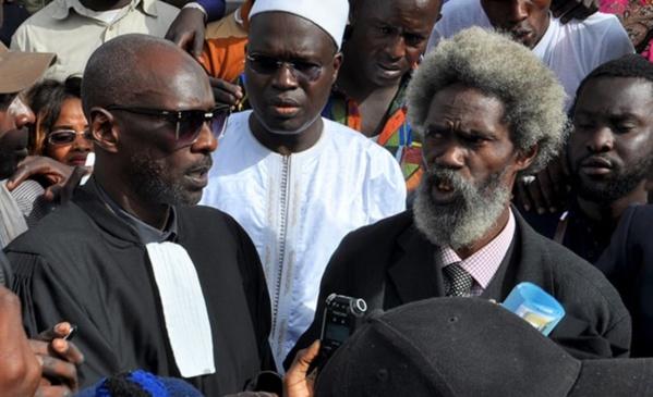 Le maire de Dakar Khalifa Sall, ici en compagnie de deux de ses avocats