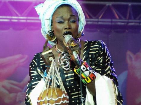Oumou Sangaré : « je chante pour venger ma mère »