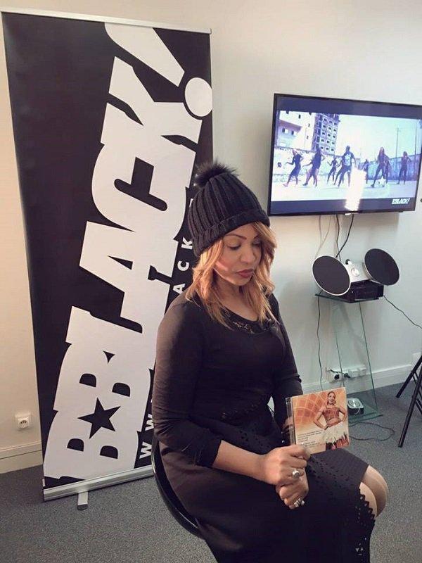 (09) Photos : La très Sexy Viviane Chidid en Tournage à Paris pour séduire les grandes chaînes de télévision.