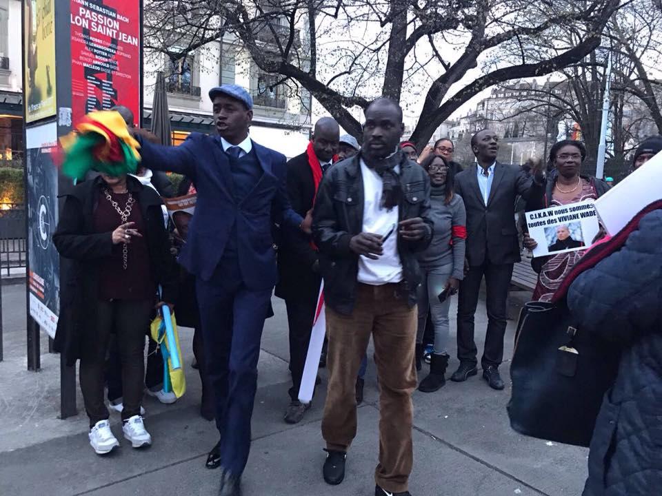 Forte mobilisation : 19 personnes de l'opposition sénégalaise ont manifesté à Genève  ( Photos)