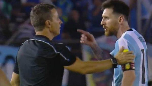 Messi insulte l'arbitre et risque gros