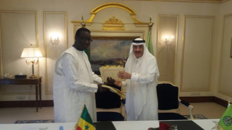 Le ministre de l'économie et des finances Amadou Ba et le Président de la BID, le Dr Bandar Mohammed HAJJAR,