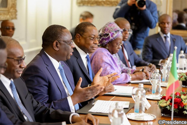 """Législatives 2017: Macky Sall exhorte la diaspora à s'inscrire """"massivement' sur les listes électorales"""