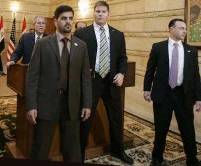[ PHOTOS ] AGRESSION DE BUSH EN IRAK: Les images de l'incident