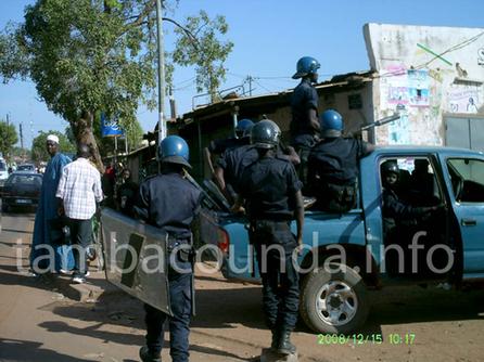 [ PHOTOS ] Manifestation des élèves et étudiants de Tambacounda: l'IA et le conseil régional saccagés