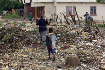 Zimbabwe: le parti de Mugabe réuni sur fond de crise politique et sanitaire