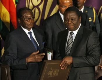 """Zimbabwe: le partage du pouvoir """"impossible"""" avec Mugabe, selon Londres"""