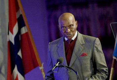 Le président Wade appelle les Guinéens au calme et à la retenue