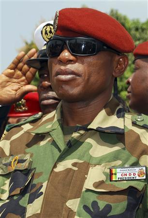 Le capitaine Moussa Dadis Camara, nommé à la tête de la junte qui a pris le pouvoir en Guinée lors d'un coup d'Etat fin décembre. La Communauté économique des Etats d'Afrique de l'Ouest (CEDEAO) a décidé d'exclure la Guinée jusqu'à l'organisati