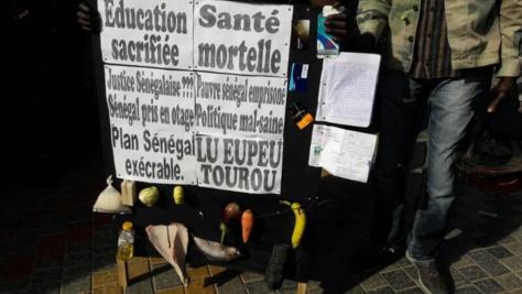 Photos- Les Y'en à marristes listent les maux de la population, lisez ces pancardes!!!