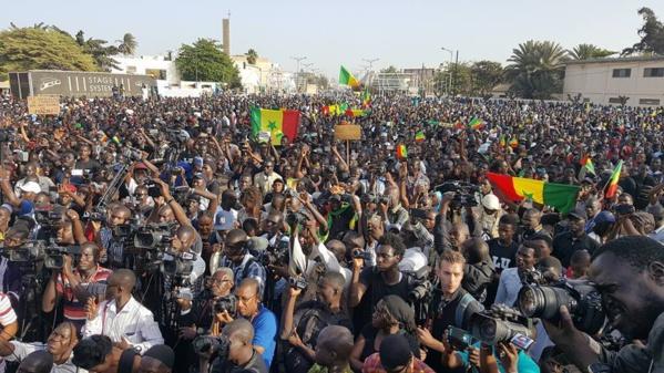 Rassemblement  à la place de l'Obélisque: Les effigies de  leaders politiques bannis  par Y en a marre