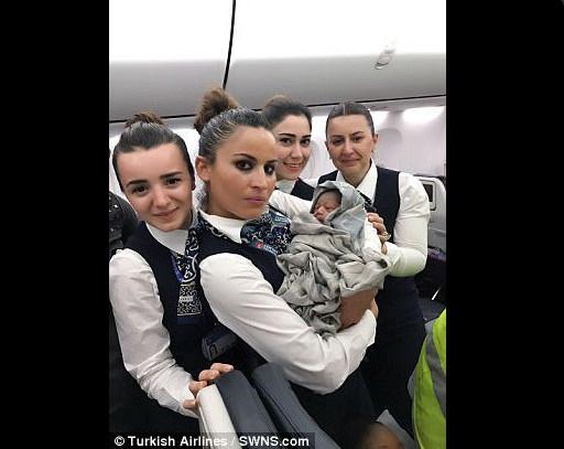 Photos-Un bébé est né à plus de 22.000 pieds dans un vol Turkishairlines vers Ouagadougou