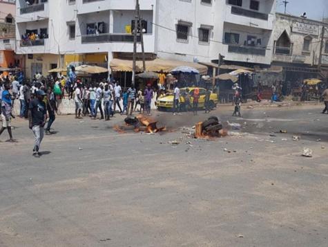 Images exclusives à Djiddah Thiaroye Kao après l'arrestation des 6 militants du Grand Parti par la police