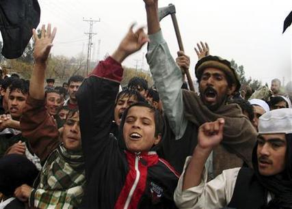 Des Afghans protestent contre Hamid Karzaï et les Etats-Unis