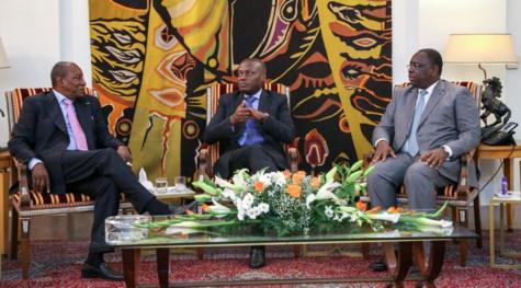Le Président Vaz entouré des Présidents Condé et Sall, lors d'un entretien à Dakar sur la crise en Guinée Bissau