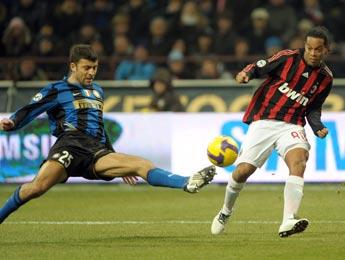 L'Inter dompte le Milan AC et creuse l'écart en tête