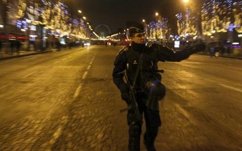Fusillade sur les Champs-Elysées, un policier tué, un autre bléssé